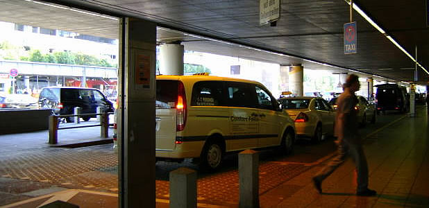 frankfurt airport taxi. Black Bedroom Furniture Sets. Home Design Ideas